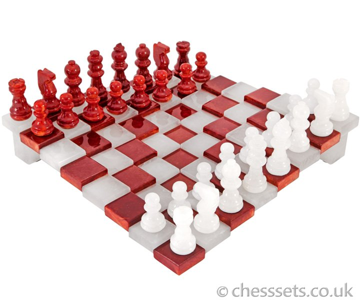3 Dimensional Red and White Alabaster Chess Set 9 Inches - Click Image to Close