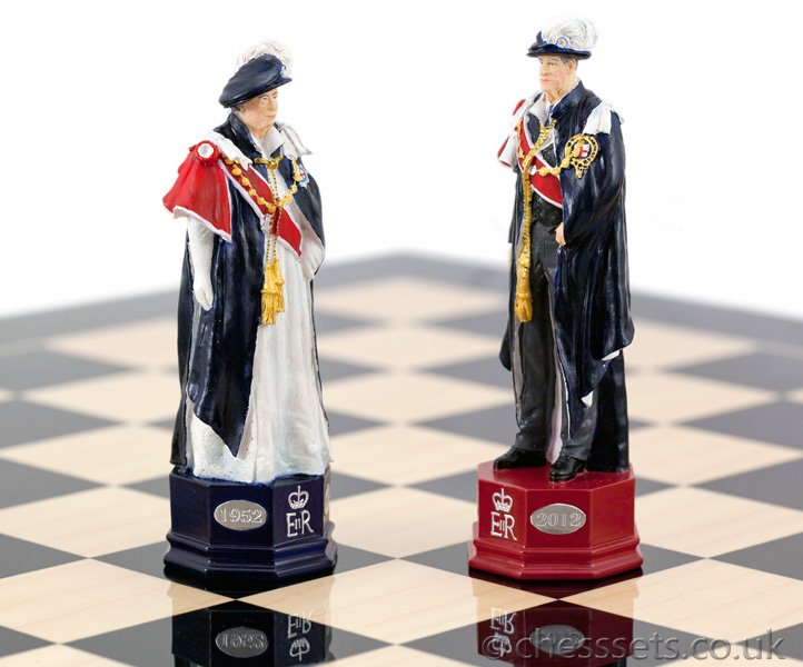 Official HM The Queen's Diamond Jubilee Chess Set Hand Painted - Click Image to Close